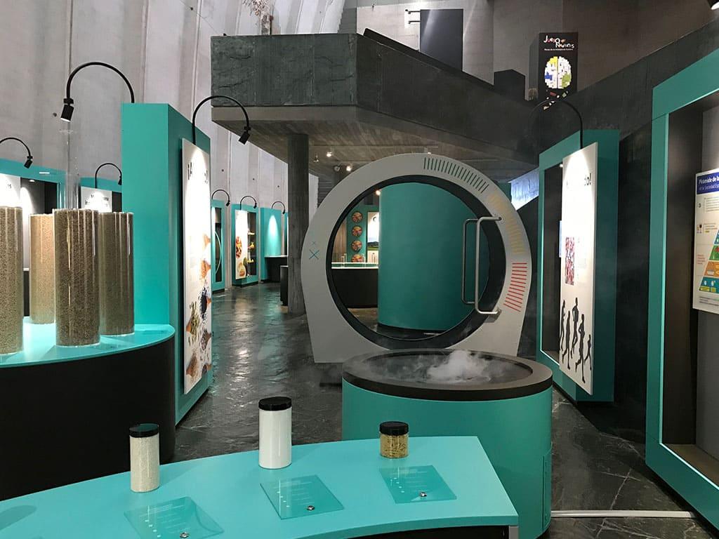 """1 - Exposición """"Bocados – Nutrición y sostenibilidad"""" - estudio gd"""