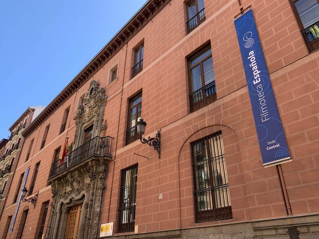 1 - Banderolas para Filmoteca Española - Palacio del Marqués de Perales - estudio gd