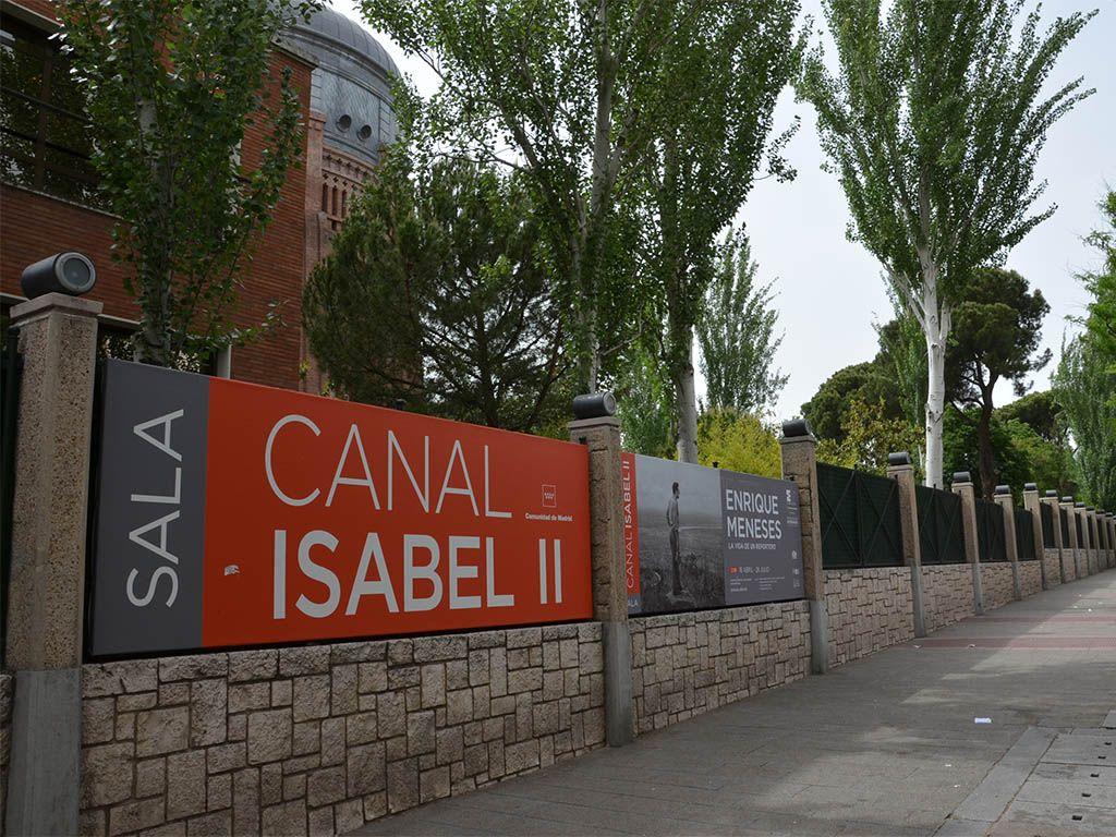 1 - Banderolas publicitarias para la Sala de Exposiciones Canal Isabel II - estudio gd